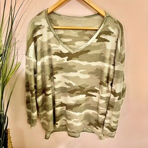 🆕🦅American Eagle Outfitters Fuzzy Camo Sweater